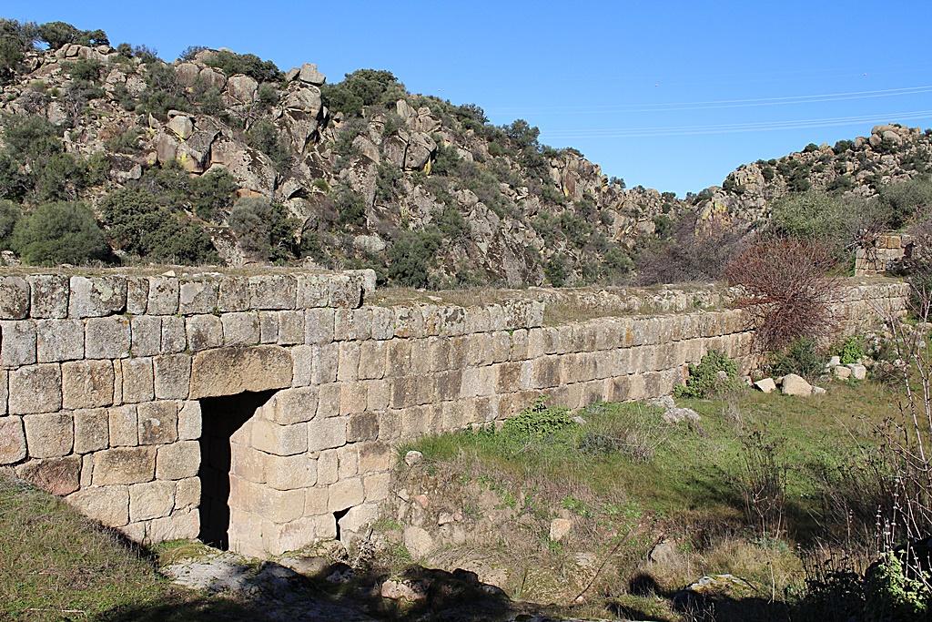 Puerta oeste de la Ciudad de vascos que da acceso a los baños