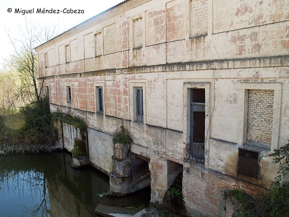 Detalle del edificio de la central eléctrica del Puente