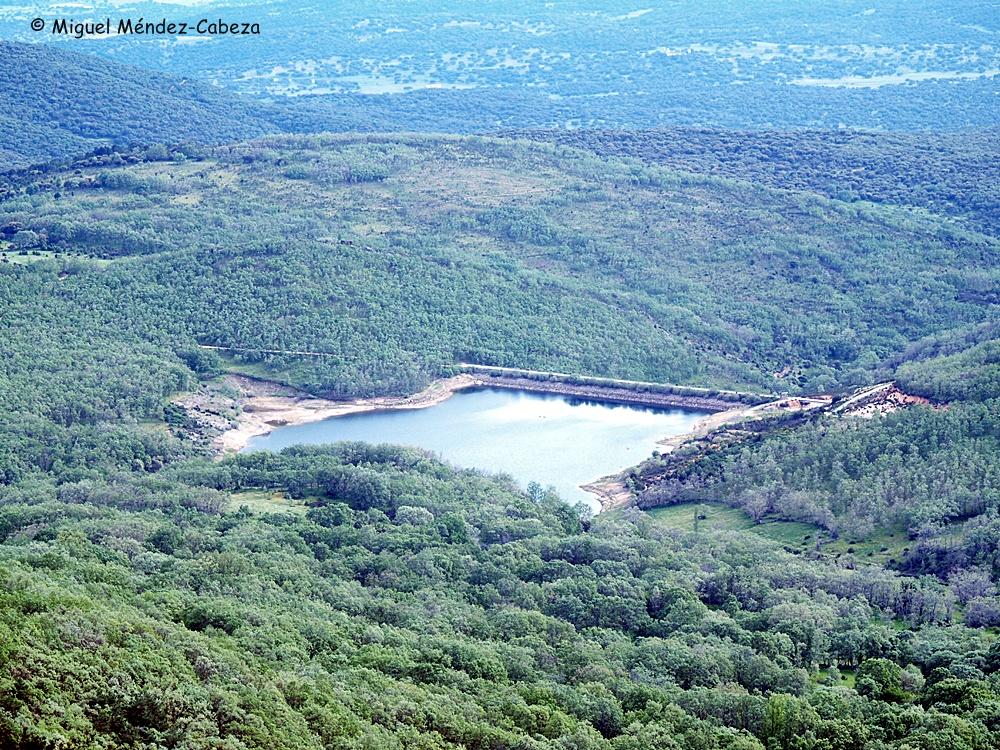 Presa del río Guadyerbas en Navamorcuende