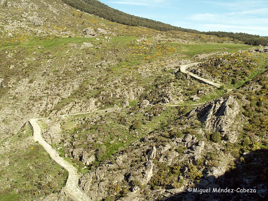 Vista de un tramo de la calzada romana del Puerto de El Pico