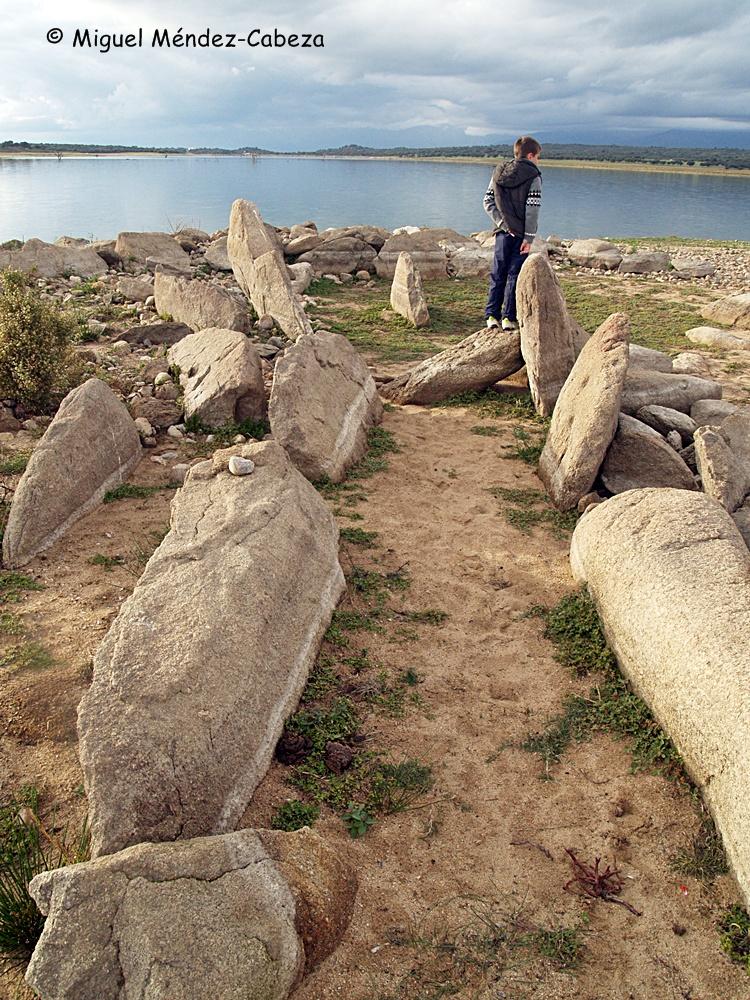 Restos del Dolmen de navalcán, casi siempre sumergido bajo el embalse