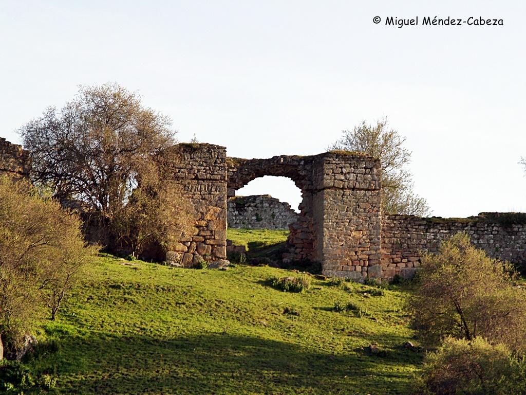 Puerta norte de la fortaleza de Castros
