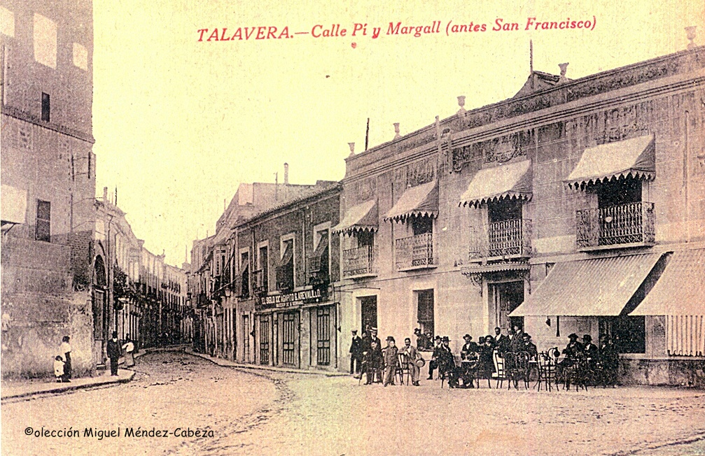Plaza de San Francisco, antiguo bar frente a la torre de la iglesia