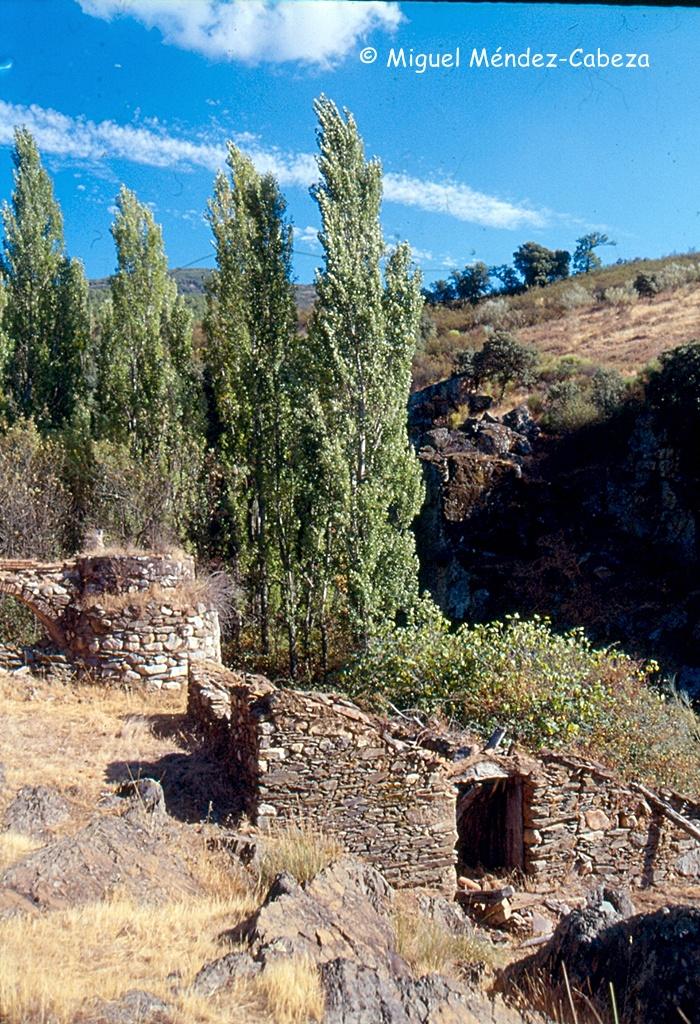 Molino de Riofrío donde se ven el cubo y la sala del molino