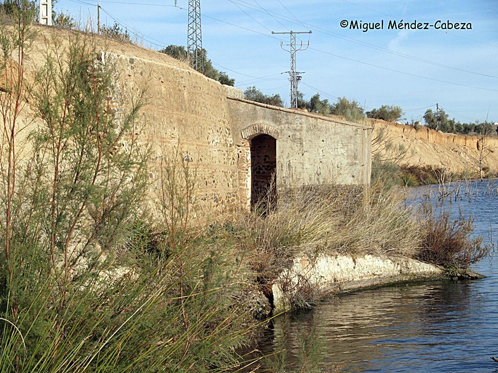 Caseta de la barca de Montearagón.JPG