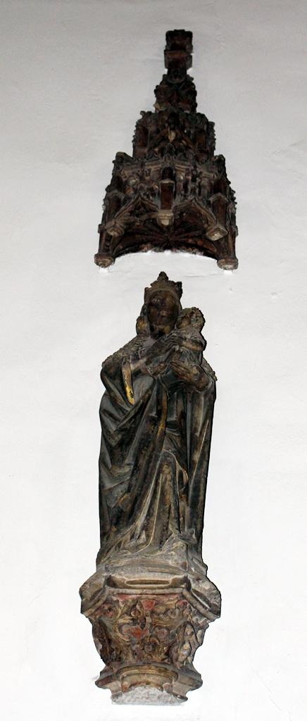 Imagen de la Virgen que se encontraba sobre el arco de la puerta de San Pedro