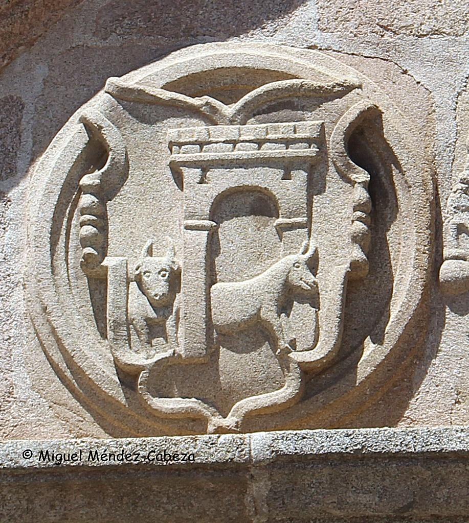 Escudo de Talavera en la Plaza del Pan