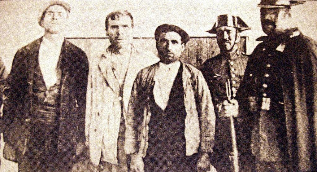 Guerrilleros antifranquistas o maquis detenidos por la Guardia Civil
