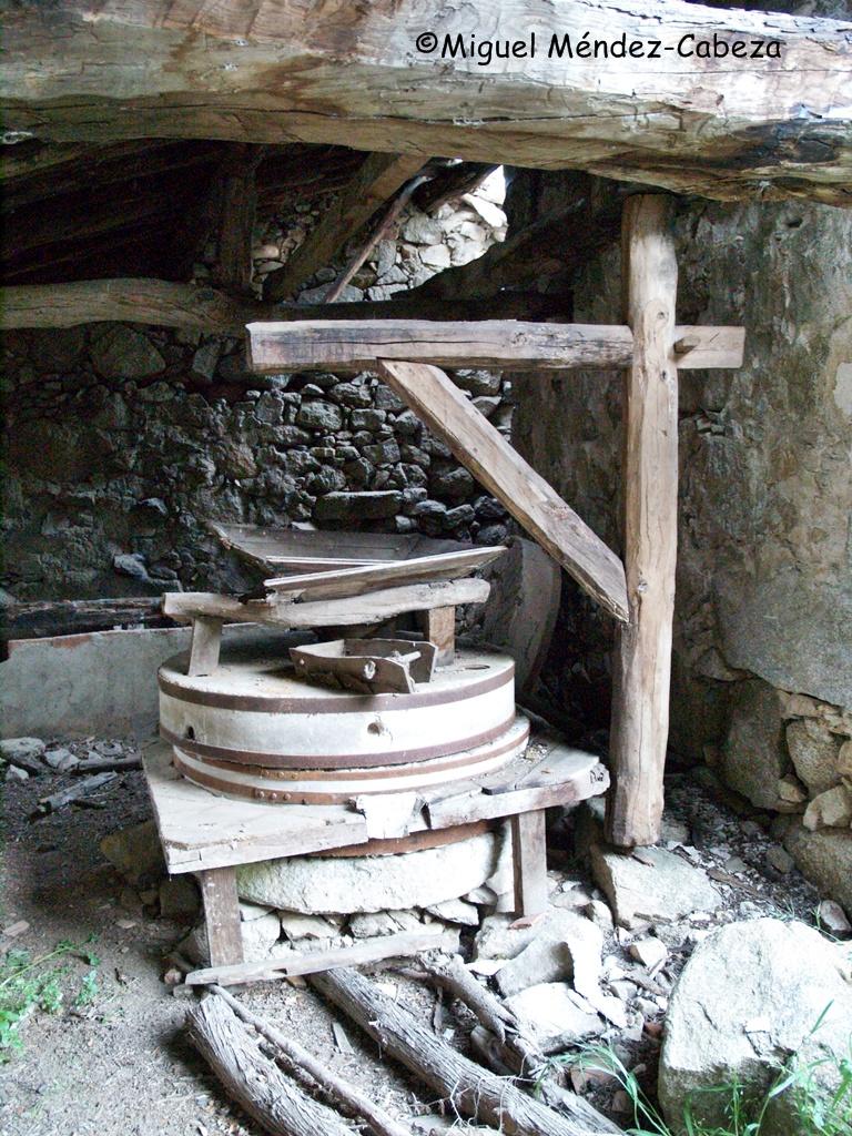 Interior de un molino en Almendral de la cañada sobre la garganta Torinas