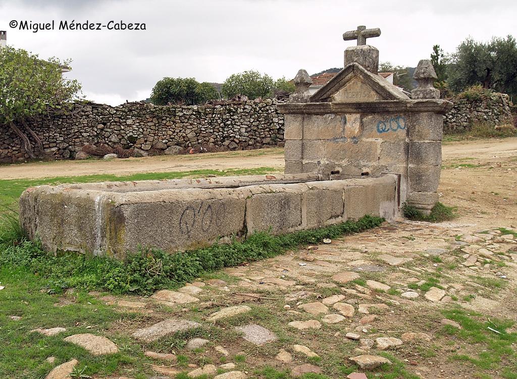 Fuente de Almendral situada en la misma Cañada Leonesa Oriental