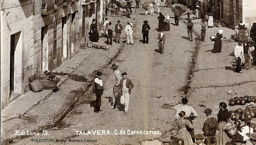 Foto de Ruiz de Luna de la calle Carnicerías en la que se ven los albañales de Talavera, tan criticados por viajeros de todas las épocas