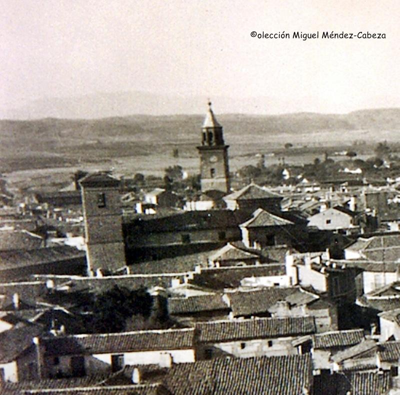 La iglesia de San Pedro en una postal de principios de siglo. Detrás la antigua torre del Reloj