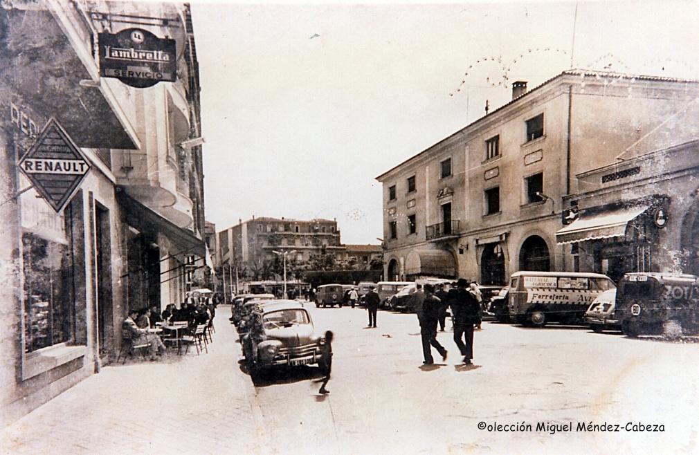 Avenida de Toledo. A la derecha la fachada oriental de la estación de autobuses
