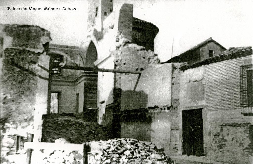 San Pedro en el momento de su derribo, se observa el ábside mudéjar y la zona del presbiterio