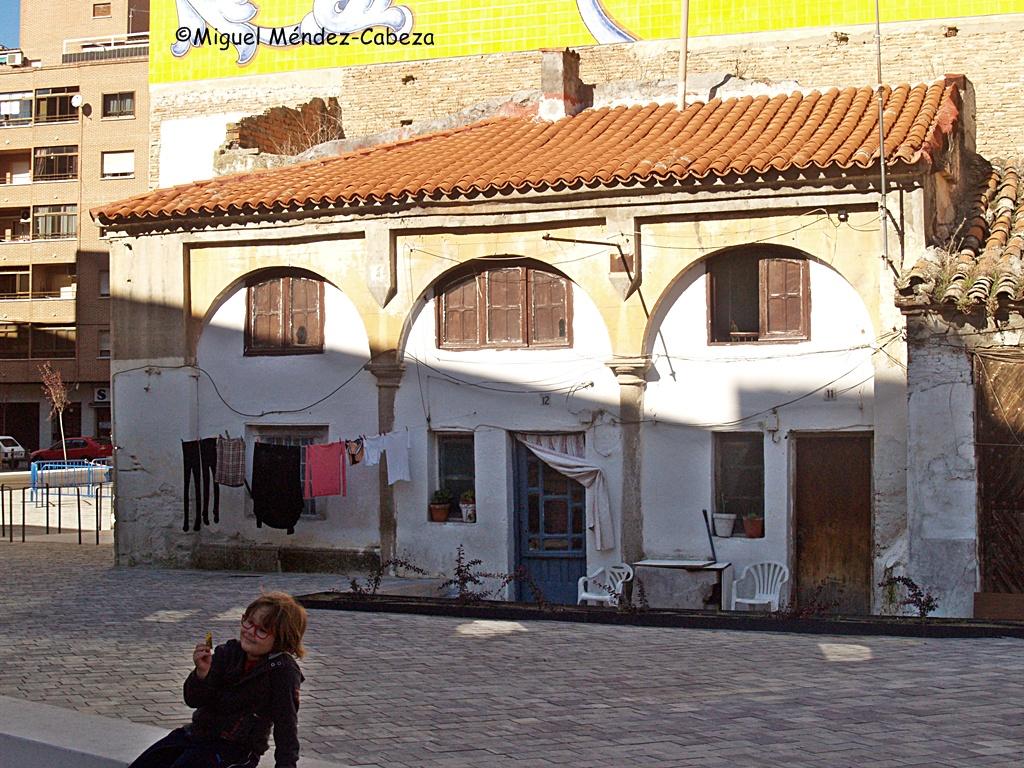 Pórtico de la iglesia de San Miguel reutilizado como vivienda