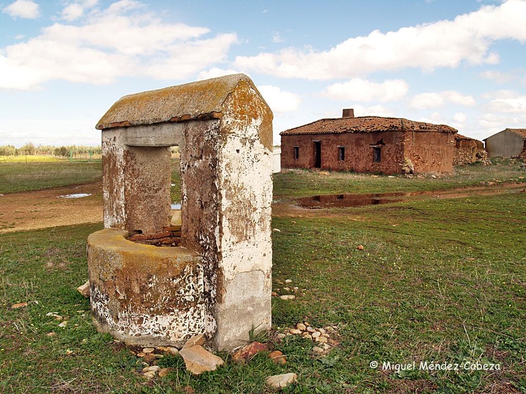 Pozo y casa en la dehesa de Montarcos, en belvís de La Jara