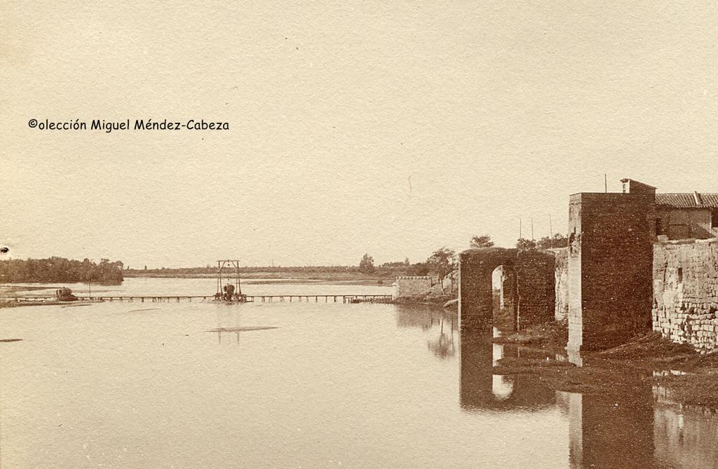 Fotografía de Ruiz de Luna con las primeras obras del puente de Hierro