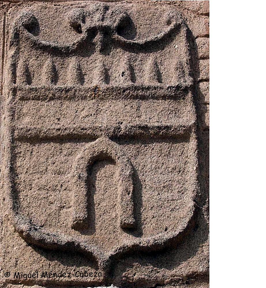 Escudo despiezado que se encontraba en la puerta de Cuartos