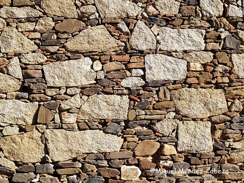 Mampostería de granito con ripio de pizarra y ladrillo en Aldeanueva de barbarroya