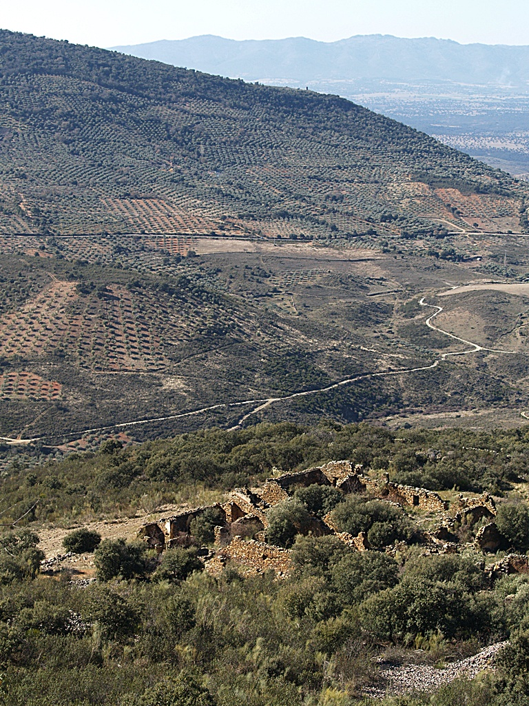 Ruinas de las instalaciones de la mina de oro La Oriental en Sierra Jaeña