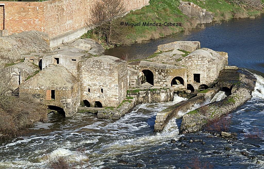 Molinos de Puente del Arzobispo , fundados por el mismo arzobispo Tenorio en el siglo XIV para financiar los hospitales de la villa