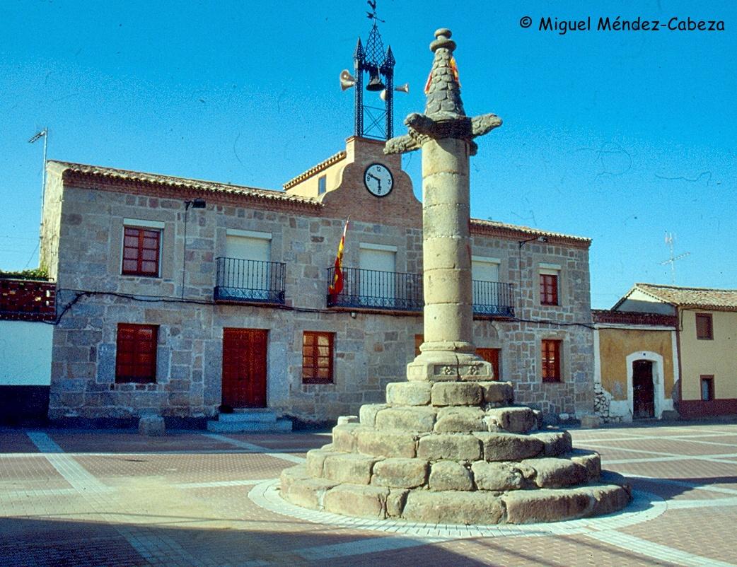 Rollo y ayuntamiento de San Román