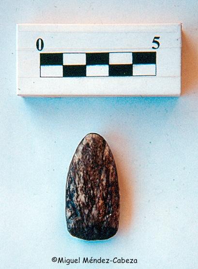 Azuela votiva hallada en Mildiablos, la tradición local dice que fue un rayo que mató dos parejas de mulas.