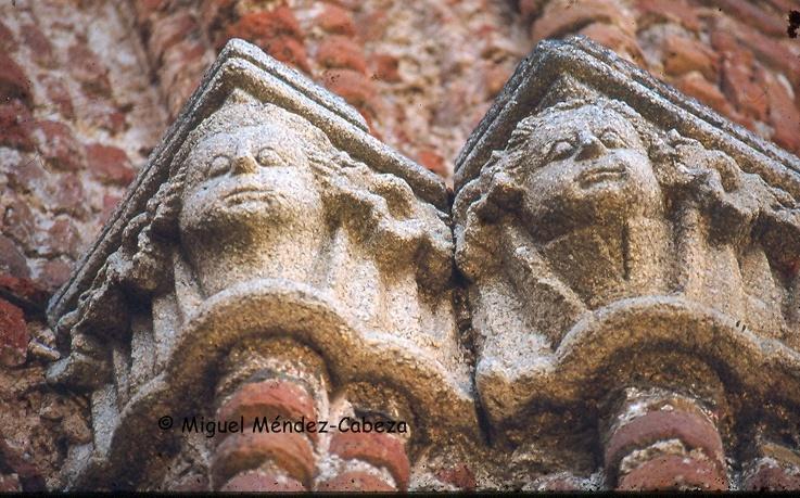 Capiteles del Humilladero de Guadalue, desde donde los peregrinos daban vista al monasterio por primera vez