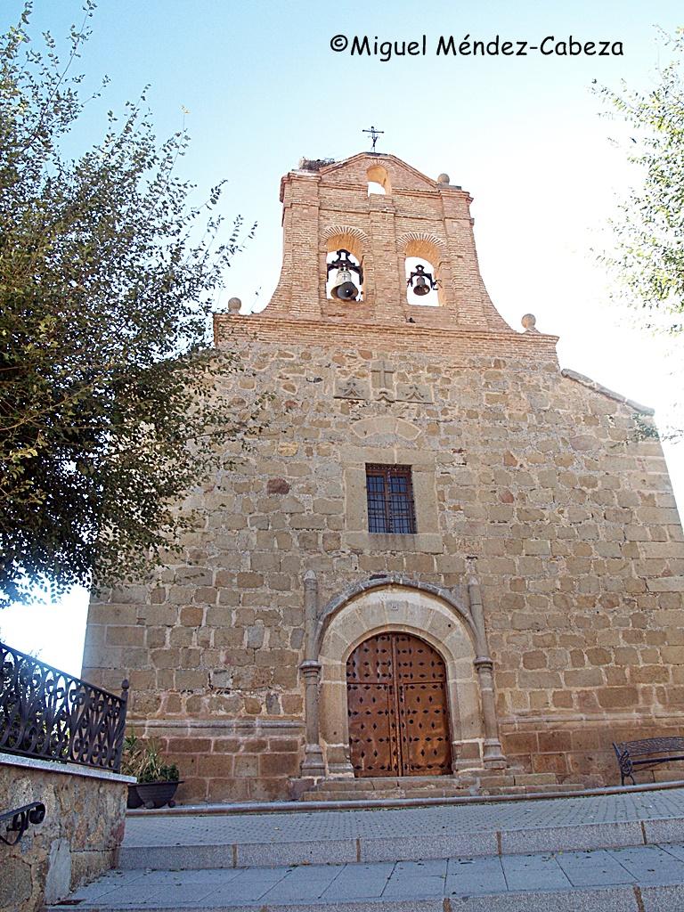 Fachada de la iglesia de Aldeanueva de Barbarroya