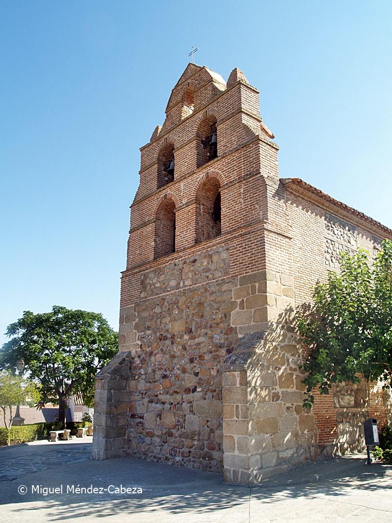 Graciosa espadaña de la iglesia de Torrecilla de la Jara