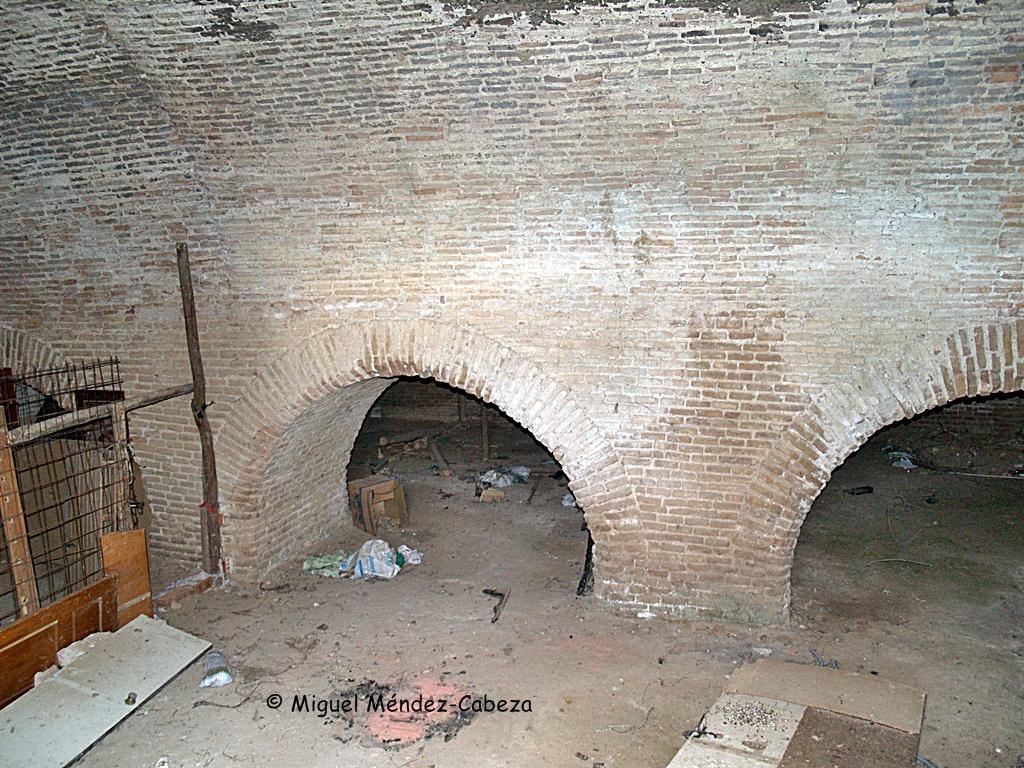 Grandes bóvedas de ladrillo en los edificios de los antiguos molinos de Cebolla