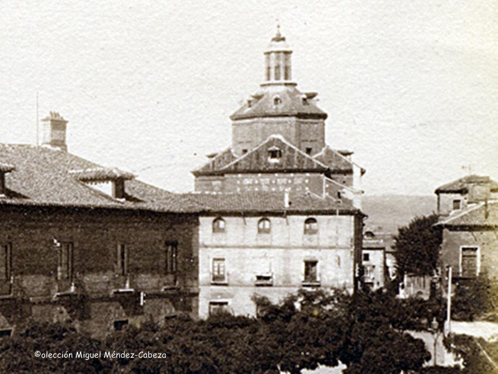 Vista parcial de una foto de Ruiz de Luna, donde se obserba la cúpula del templo de los jesuitas de San Ildefonso