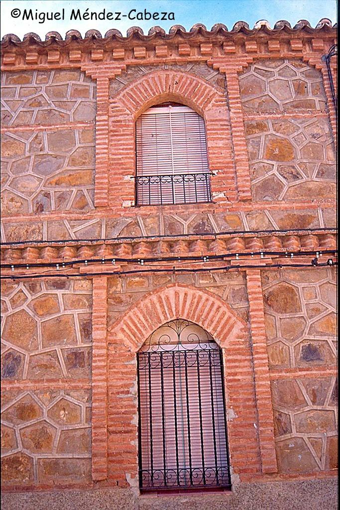Arquitectura en ladrillo y cuarcita típica de Navalucillos y Espinoso del Rey