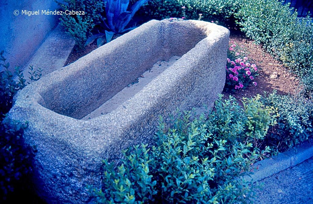 Sepulcro romano junto a la iglesia de Torrecilla
